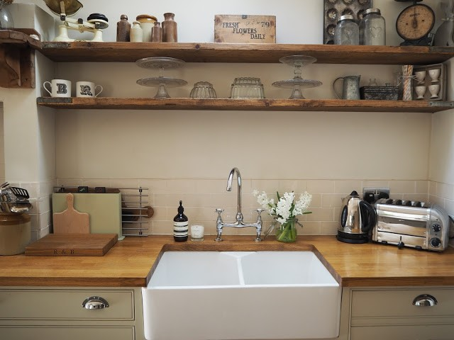 Gorgeous scaffold board kitchen shelving by Rebecca at Roses and Rolltops.